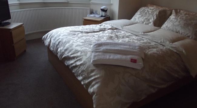 Broad Oaks B&B - ソリフル - 寝室