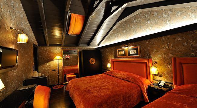 メゾン グレックエ ホテル エクストラディナイレ - パトラ - 寝室