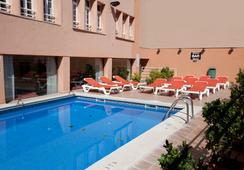 ホテル アルマダムス - パルマ・デ・マヨルカ - プール