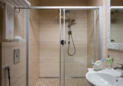 Hotel 19 - ハルキウ - 浴室