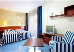 Aparthotel Olimar II - カンブリルス - 寝室