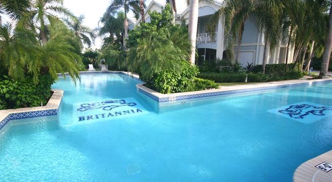 Britannia Villas - Seven Mile Beach - プール