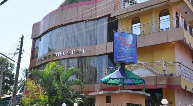 Sunshine Hotel & Hall - トリンコマリー - 建物
