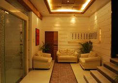 Hotel Millennium - Guwahati - ロビー