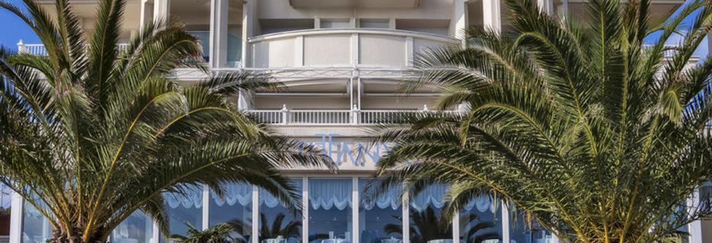 Hotel Tiffany's - リッチョーネ - 建物