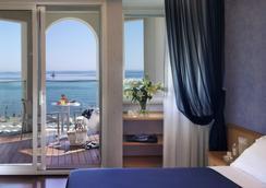 Hotel Tiffany's - リッチョーネ - 寝室