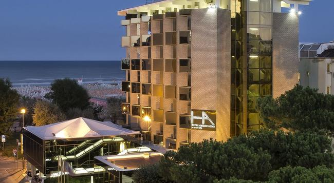 ホテル アンバシアトリ - リミニ - 建物