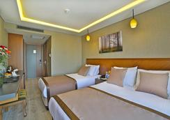 コーナー ホテル ラレリ - イスタンブール - 寝室