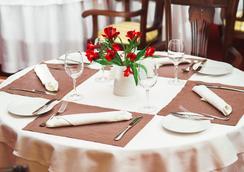 Heliopark Residence - Penza - レストラン