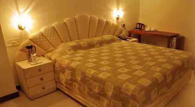 Hotel Satya Ashoka - Jabalpur - 寝室