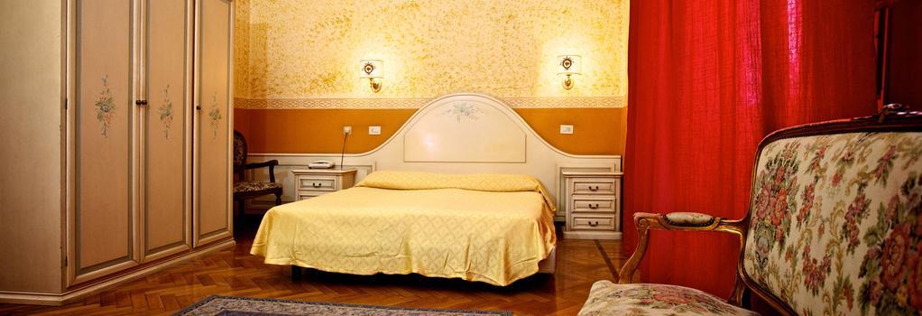 ホテル トリニア デイ モンティ - ローマ - 寝室