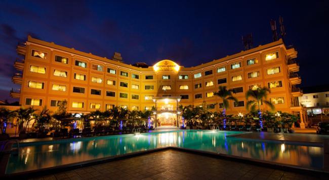Golden Sand Hotel - シアヌークビル - 建物