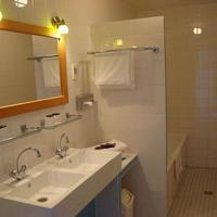 ロー ホテル Bathroom