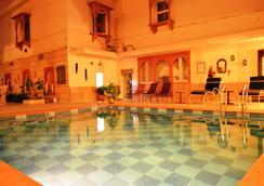 スルヤ ヴィラ ア シティ センター ホテル - ジャイプール - プール