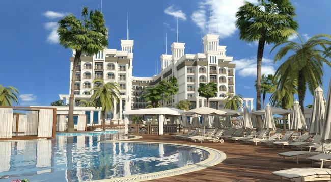 Quattro Beach Spa & Resort - アランヤ - 建物