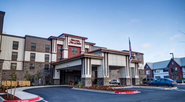 Hampton Inn & Suites Dupont - Dupont - 建物
