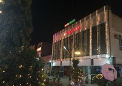 Hotel Ekant - Faridabad - 屋外の景色