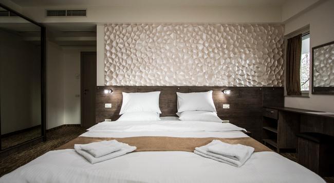 Park Hotel - エレバン - 寝室
