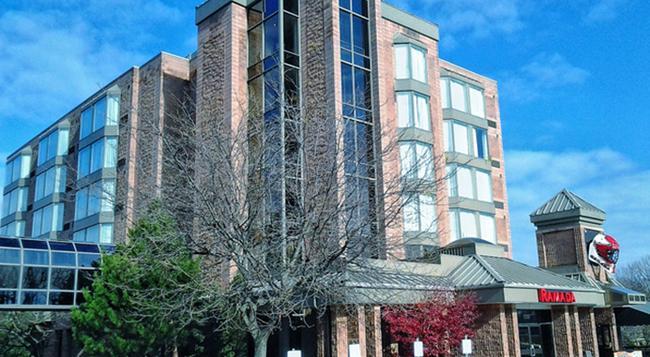 ラマダ プラザ ナイアガラ フォールズ フォールズ ホテル - ナイアガラフォールズ - 建物