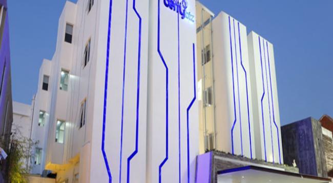 Berry Biz Hotel - クタ - 建物