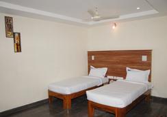 Hotel Slv Grand - Tirupati - 寝室
