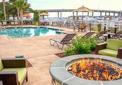 Courtyard by Marriott Charleston Waterfront - チャールストン - プール