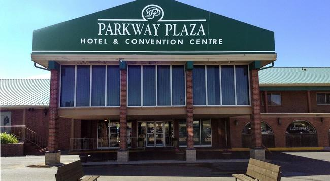 Parkway Plaza Hotel & Convention Centre - キャスパー - 建物