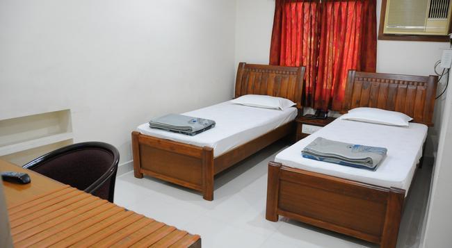 Lloyds Guest House, North Boag Road, T. Nagar - チェンナイ - 寝室