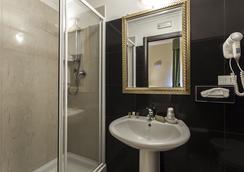 ホテル レジーナ ジョヴァンナ - ローマ - 浴室