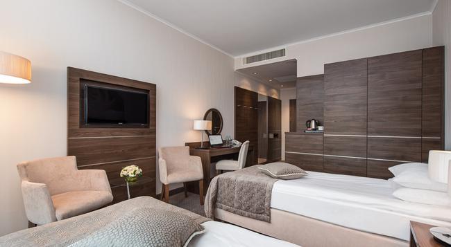 Hotel Rozany Gaj - グディニャ - 建物