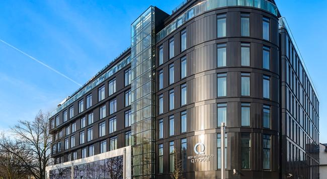 Q ホテル プラス クラクフ - クラクフ - 建物