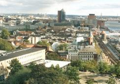ユーゲントヘアベルグ ハンブルク アウフ デム シュティントファンク - ハンブルク - 屋外の景色
