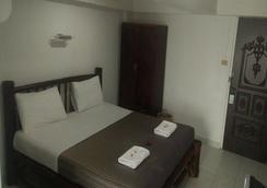 Divers Inn - カロンビーチ - 寝室