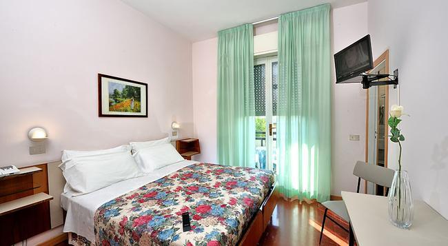Hotel Miramare Et De La Ville - リミニ - 寝室