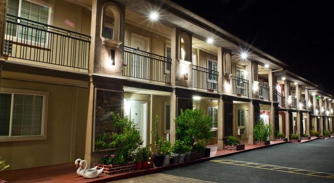 Stone Villa Inn San Mateo - サンマテオ - 建物