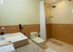 ホテル オーラ @ エアポート - ニューデリー - 浴室