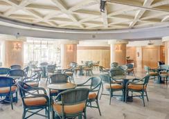 ホテル エル プエルト バイ ピエール バカンス - フエンヒロラ - レストラン
