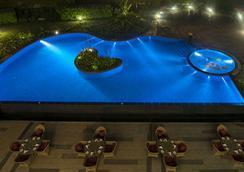 ラディソン ブルー プラザ ホテル マイソール - Mysore - プール