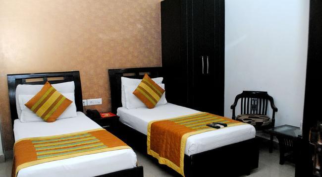 Hotel Universe Inn - ニューデリー - 寝室