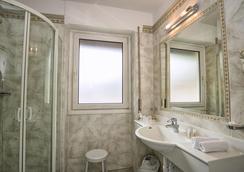 ホテル ガルニ スナルトナホフ - オルティゼーイ - 浴室