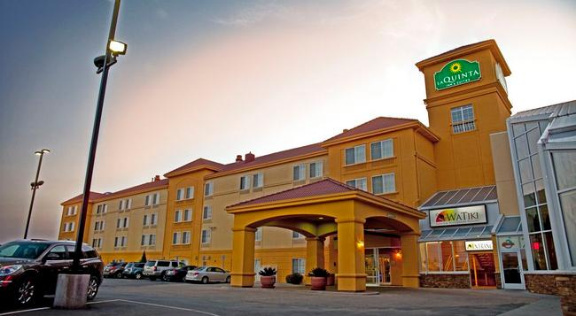 La Quinta Inn & Suites Rapid City - ラピッドシティ - 建物