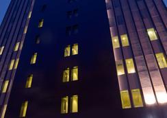 スイス ベリン メダン - メダン - 建物