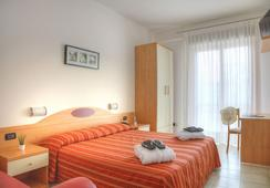 Hotel Menfi - イェーゾロ - 寝室