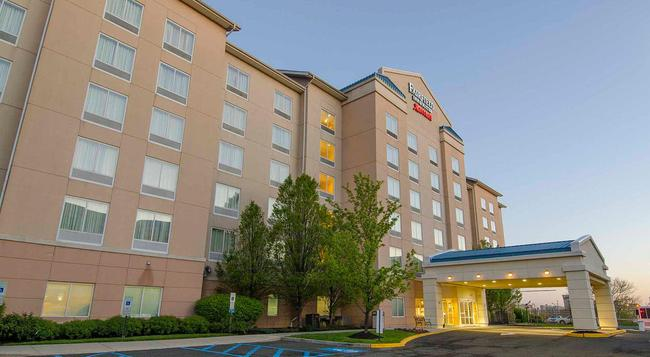 Fairfield Inn and Suites by Marriott Newark Liberty International Airport - ニューアーク - 建物