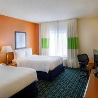 Fairfield Inn and Suites by Marriott Newark Liberty International Airport Guest room
