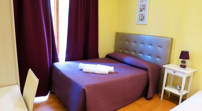 オスタル バルメス セントロ - バルセロナ - 寝室