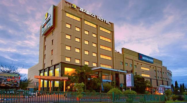 Premier Basko Hotel - パダン - 建物