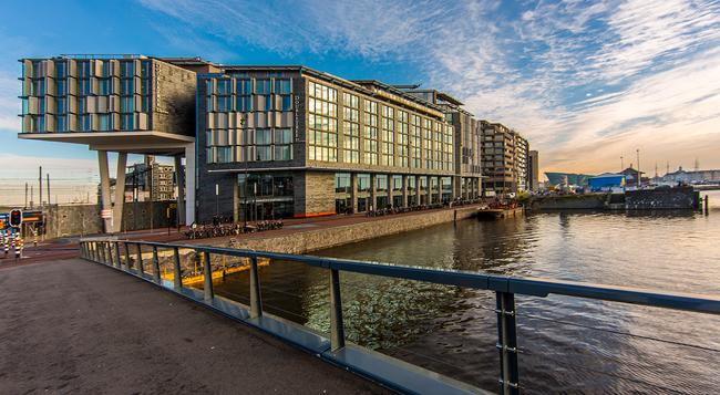 DoubleTree by Hilton Amsterdam Centraal Station - アムステルダム - 建物