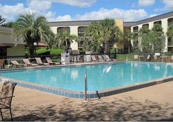 Baymont Inn & Suites Orlando Universal Blvd - オーランド - プール