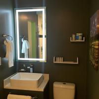 University Inn and Suites Bathroom